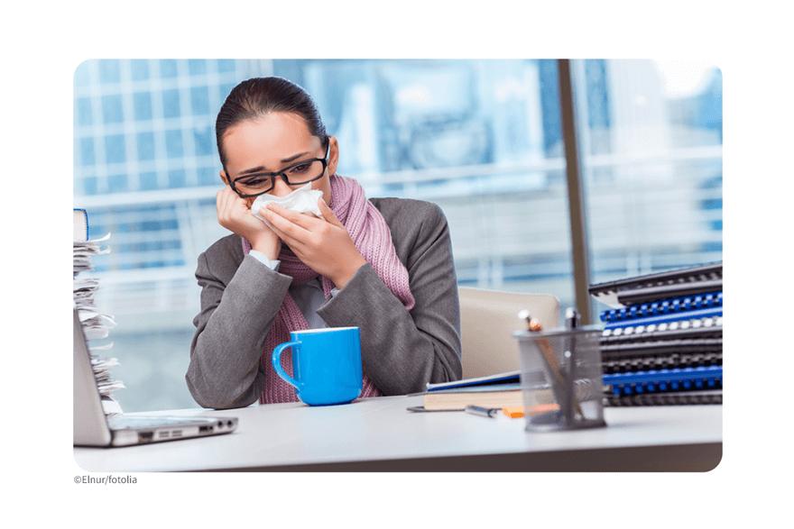 Krank arbeiten – oder doch lieber zu Hause auskurieren?